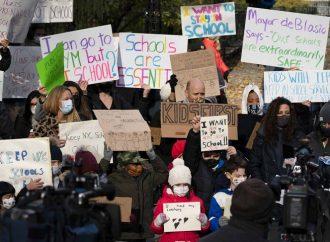 Nueva York reanudará clases presenciales pese a repunte de covid