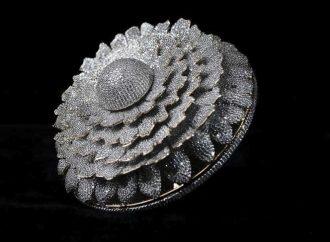 Diseñan anillo con 12 mil 638 diamantes; bate récord mundial