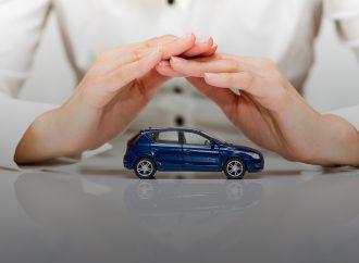 Tips para prevenir el robo de autos en semáforo extremo naranja