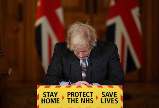 Primer ministro del Reino Unido asume responsabilidad por 100 mil muertes por covid