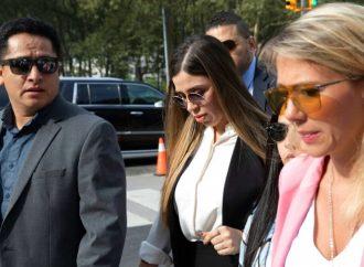 Da jueza prisión preventiva para esposa de 'El Chapo'