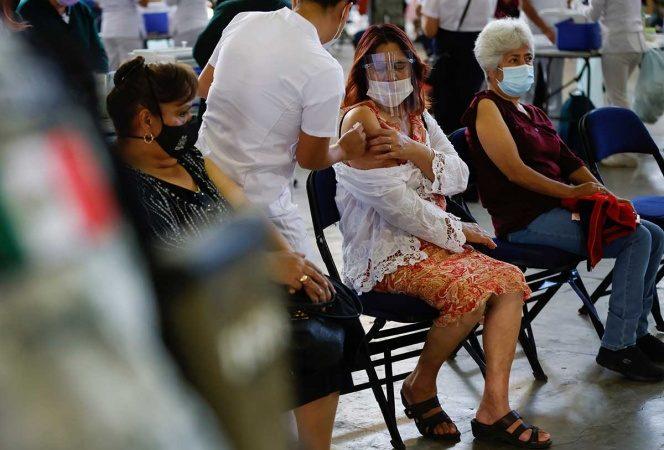 Estados Unidos descarta compartir vacunas covid con México