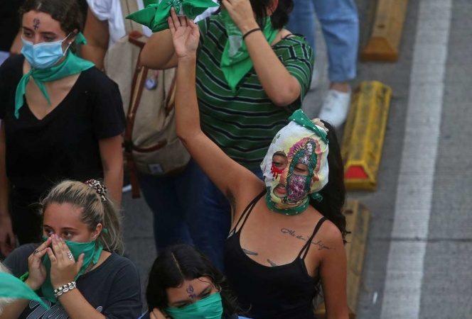 España prohíbe marchas feministas para el próximo 8M