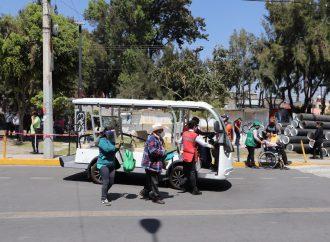Con carritos de golf y sillas de ruedas apoya Xochimilco a adultos mayores