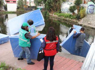 Familias afectadas por incendio reciben ayuda en Xochimilco