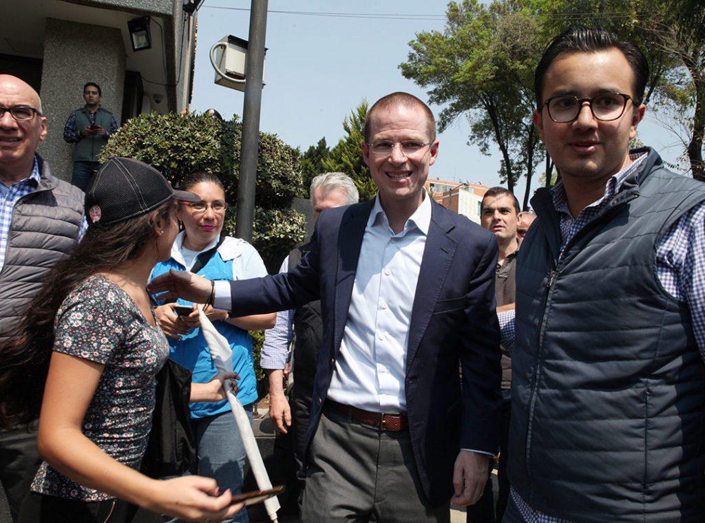 Anaya no ve una: Cordero por sustituirlo; Meade afirma que el panista cayó en delincuencia organizada, y AMLO pide: no desestabilicen a México