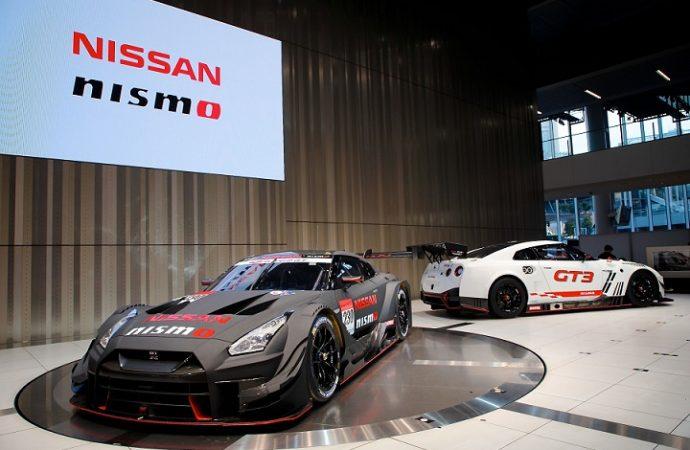 Los pilotos NISMO conviven con los fanáticos en las oficinas centrales de Nissan en Japón
