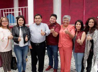 Barbosa junta a aspirantes a alcaldía de Puebla