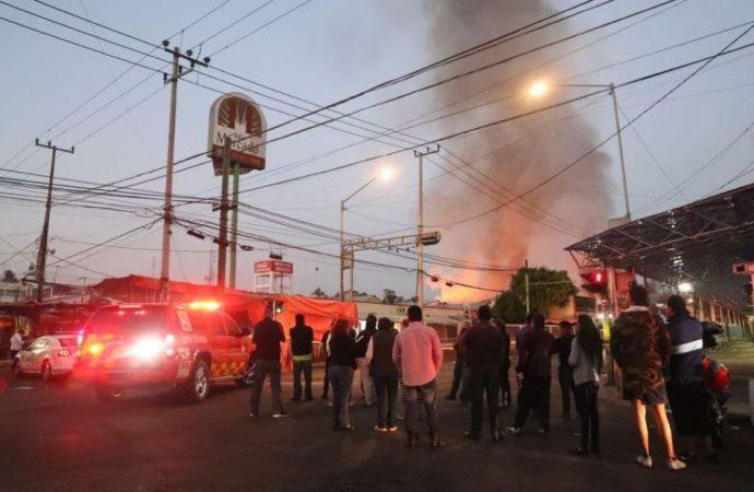 Mancera compromete apoyo a locatarios del mercado Hidalgo tras incendio