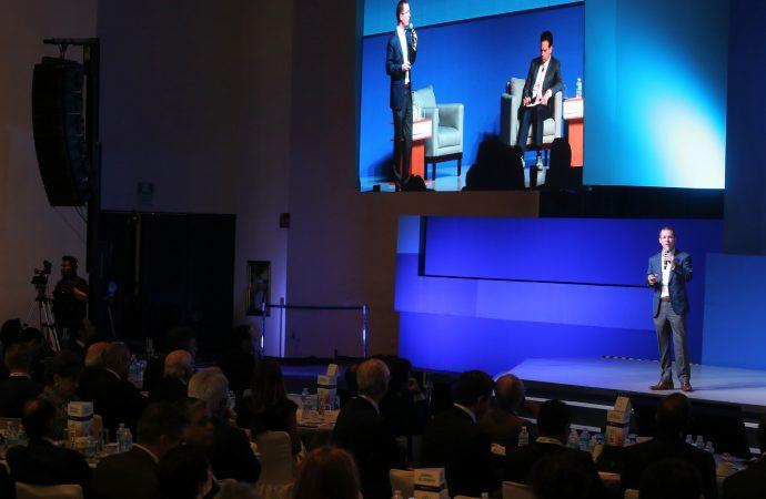 Dialoga Ricardo Anaya con consejeros de BBVA Bancomer