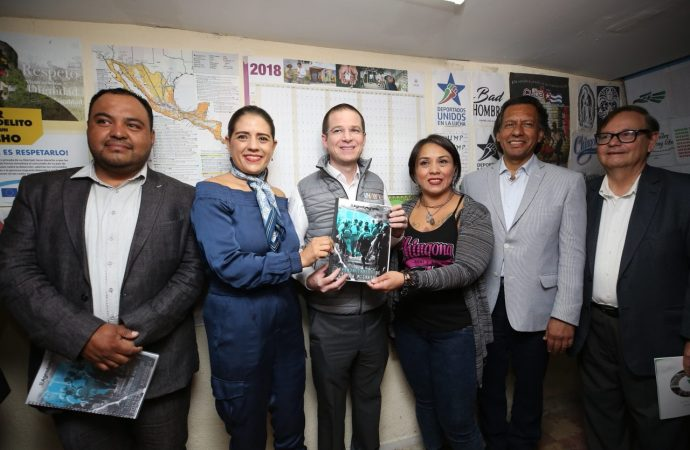 Recibe Ricardo Anaya agenda migrante