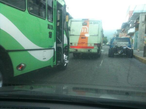 Roban a pasajeros en GAM; policías ponen cerco y los capturan