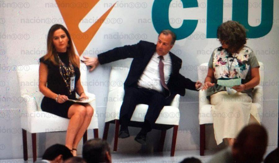 Bromea Meade por foto donde casi cae en Cumbre Ciudadana
