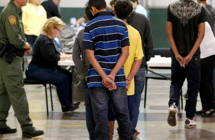 """Crece escándalo en EU por """"desaparición"""" de mil 475 niños inmigrantes"""