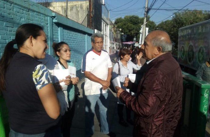 Armando Quintero recorre escuelas en Iztacalco