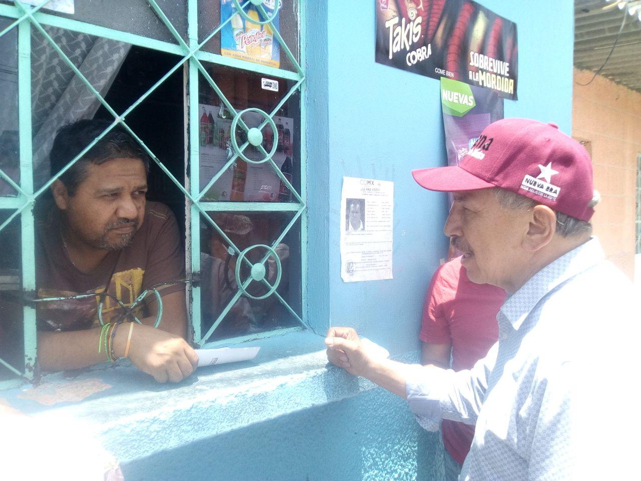 Armando Quintero recorre Iztacalco para platicar con los vecinos y escuchar sus demandas