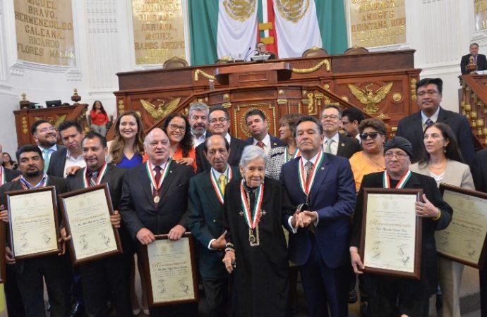 """Por primera ocasión, la ALDF entrega la Medalla al Mérito Docente """"Jaime Torres Bodet 2018"""""""