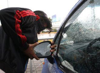 Capturan policías en coordinación con C5 a 3 personas por robo de autopartes