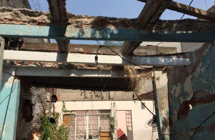 Derriba SOBSE casa dañada por 19S en Venustiano Carranza