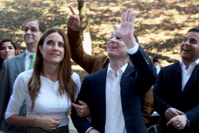 """Con gritos de """"presidente"""" reciben y, despiden, a Anaya en la IBERO"""