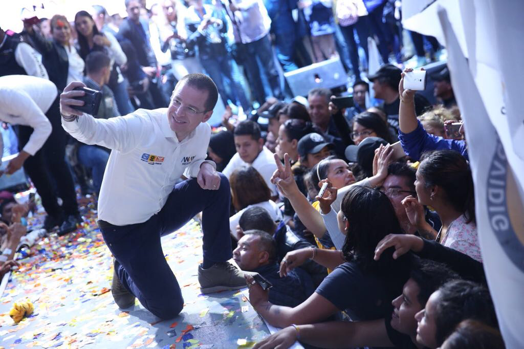 Con más de 10 mil personas, cierra Ricardo Anaya campaña en Neza