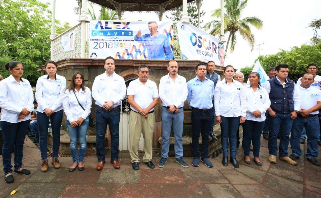 Se reúne Damián Zepeda con familiares del candidato Alejandro Chávez Zavala, asesinado en Michoacán