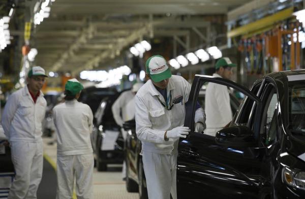 Producción industrial se recupera 3.8 por ciento anual en abril