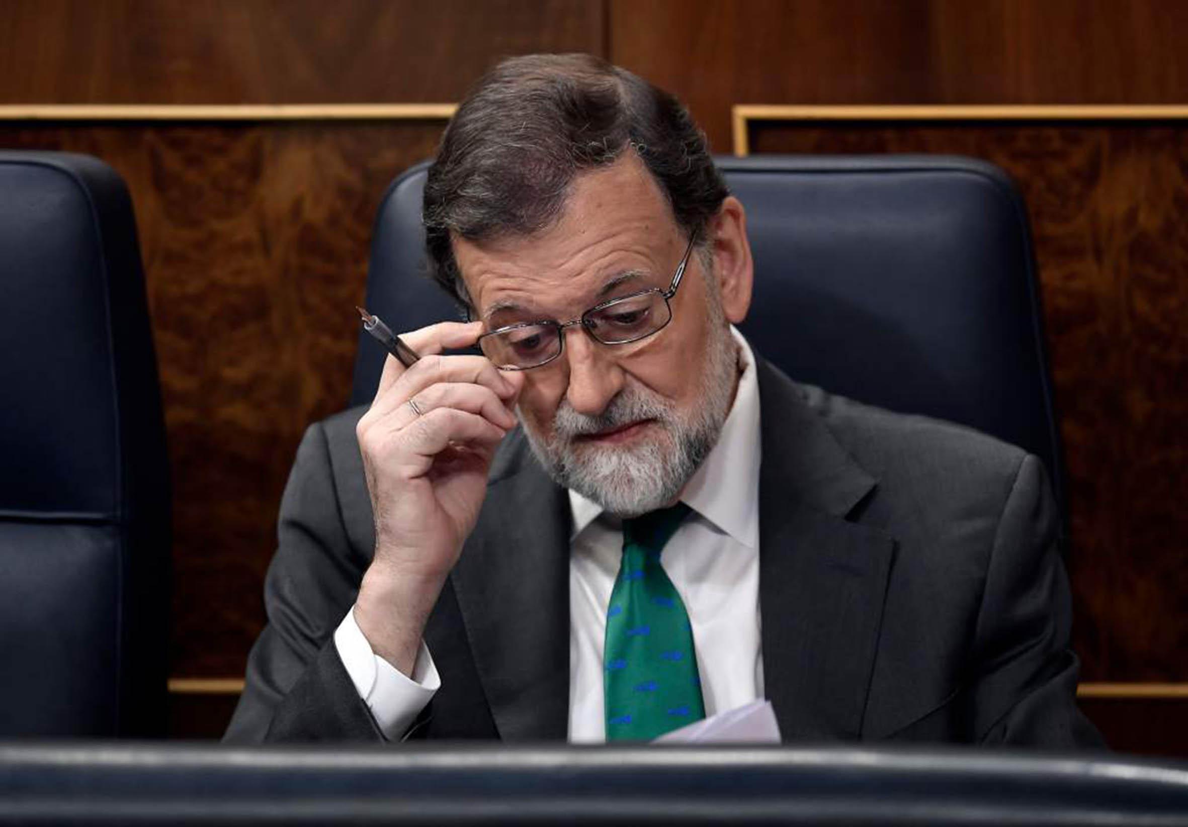 Cese histórico de Rajoy, resultado de larga crisis económica, separatista y de corrupción