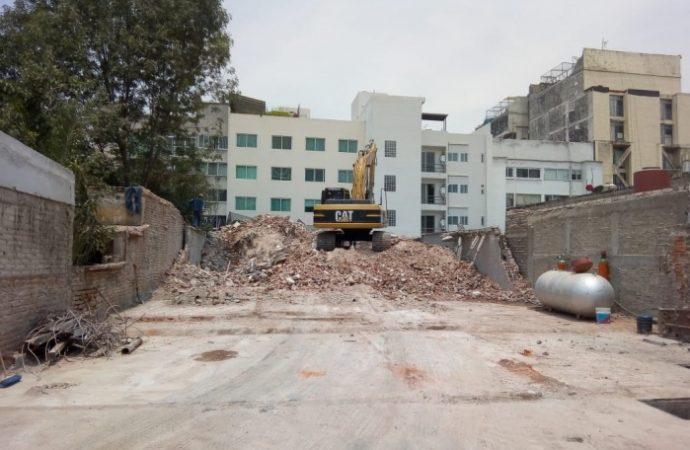 Mitigan riesgo en Monrovia 1207; demuelen inmueble de seis niveles afectado por 19S