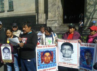 SCJN se reúne con padres de normalistas de Ayotzinapa