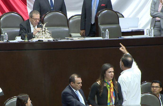 """""""No pierdan el decoro"""", pide AMLO a sus legisladores; y en San Lázaro Muñoz Ledo y Noroña se pelean"""