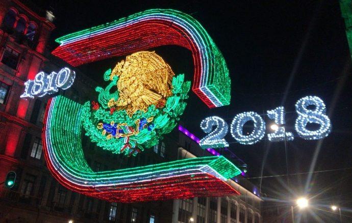 Iluminan Zócalo capitalino de verde, blanco y rojo para conmemorar Fiestas Patrias
