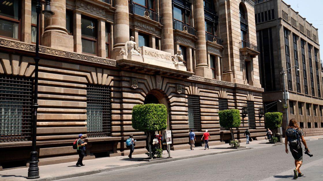 Destacan especialistas posible alza en tasa de Banxico