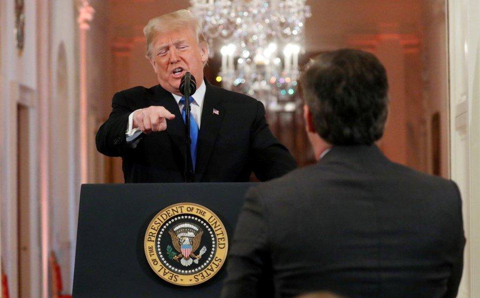 CNN demanda a Trump por quitar acreditación a su corresponsal