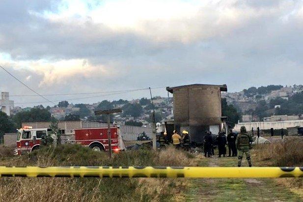 Servicios de emergencia atienden explosión en taller de pirotecnia en Tultepec