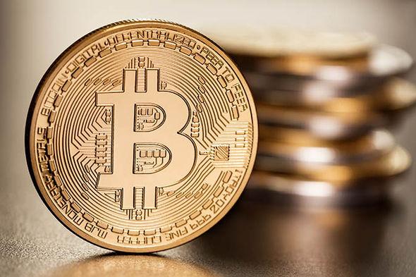 Bitcoin cae por primera vez por debajo de cinco mil dólares