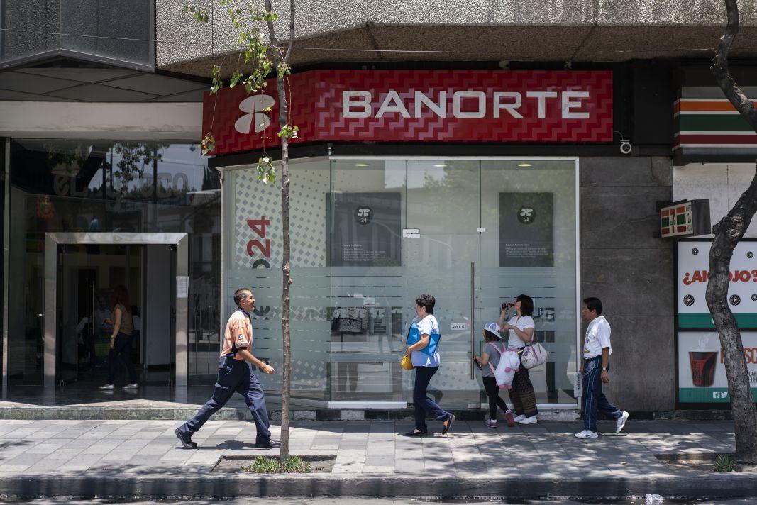 Ingresos de bancos por comisiones superan los cien mil millones de pesos