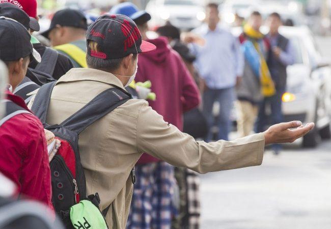 Trump planea forzar a solicitantes de asilo a esperar en México
