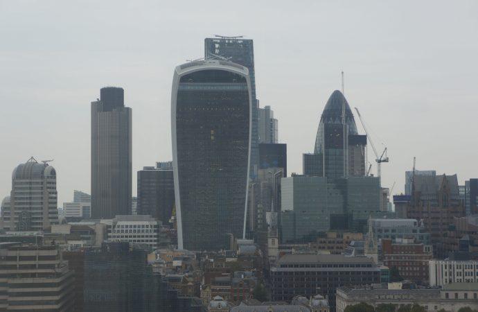 Corporativos listos para ofrecer servicios financieros tras el Brexit