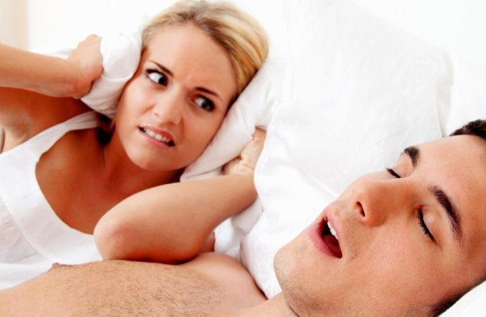 Apnea obstructiva del sueño y ronquido se agravan en invierno, advierte especialista