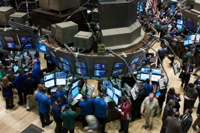 Trump intenta calmar a los mercados, pero bolsas caen