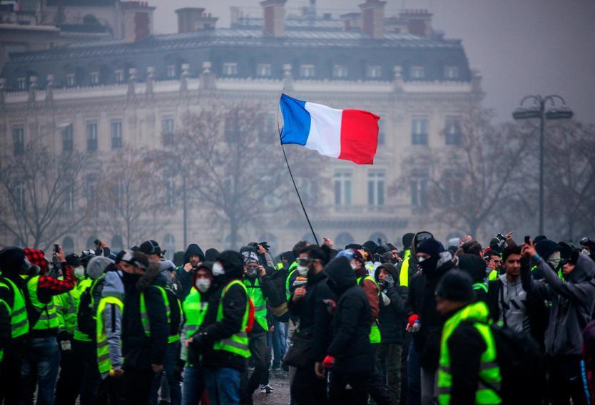 Gobierno francés analiza declarar el estado de excepción por protestas
