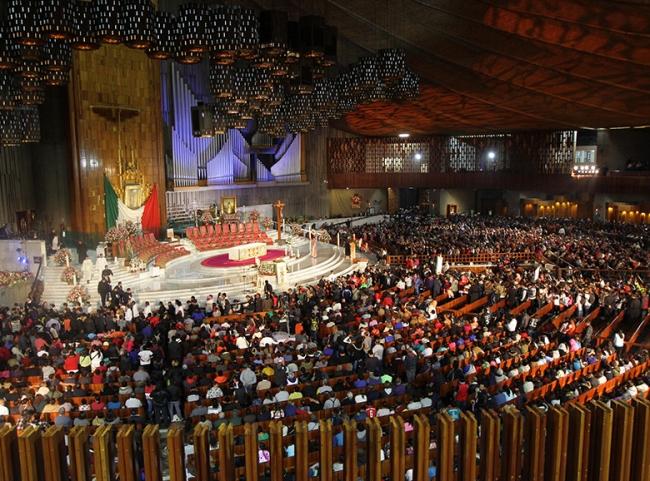 Ofrecen homenaje a la Virgen de Guadalupe grupos y diócesis de América