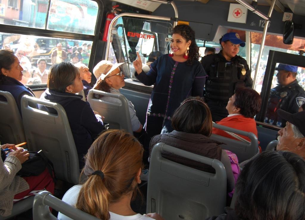 Arranca Clara Brugada operativo transporte seguro; policías irán en micros y autobuses para inhibir asaltos