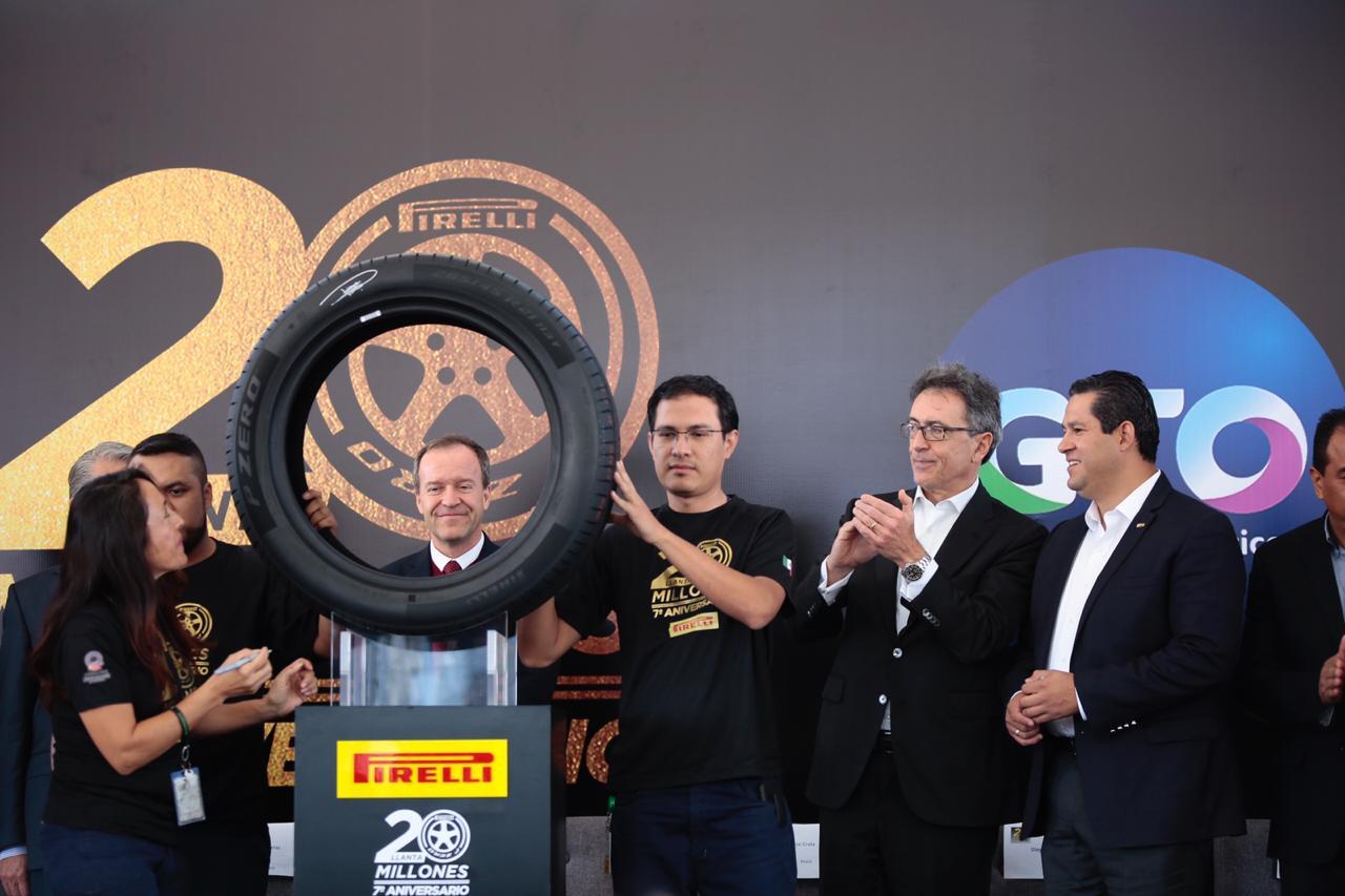 Produce Pirelli en Guanajuato la llanta 20 millones.