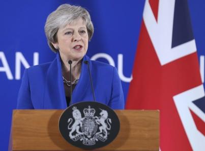 Theresa May busca garantías en Bruselas para salvar el Brexit