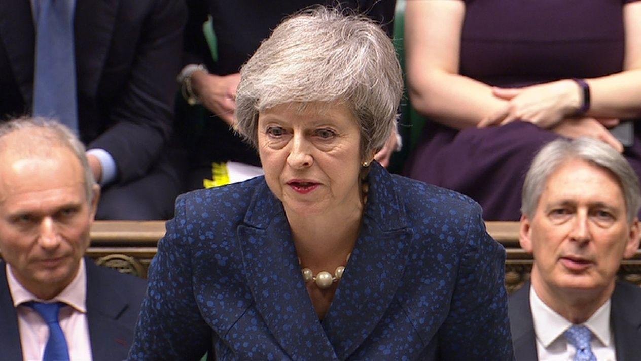 Theresa May salva su liderazgo y se compromete a entregar Brexit