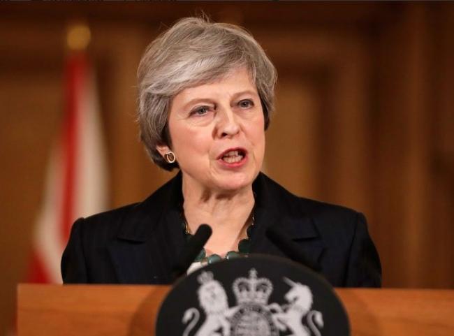 Theresa May enfrenta una moción de no confianza de su propio partido
