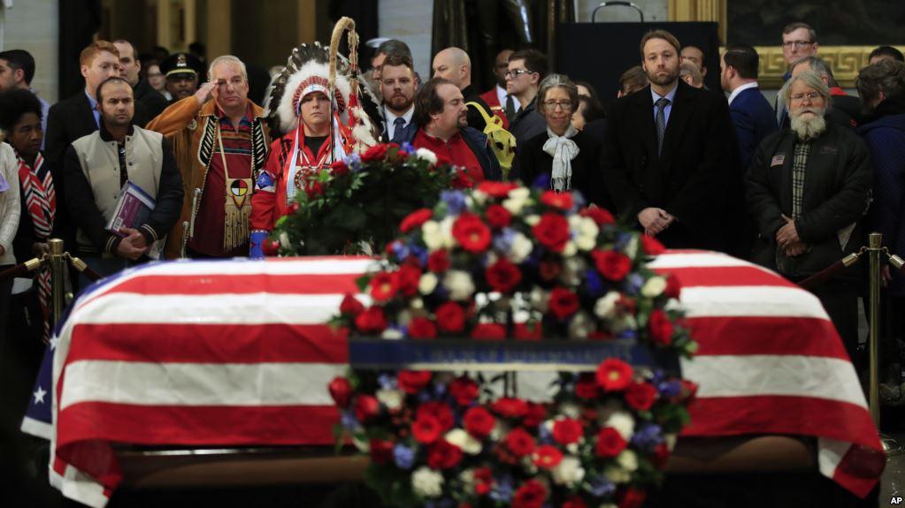Miles dan un emotivo último adiós a George H.W. Bush
