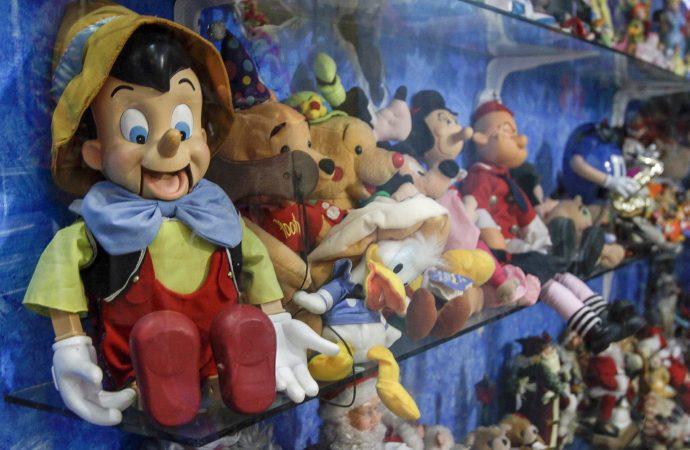 Muñecas de porcelana, cartón y celuloide cuentan la historia de México